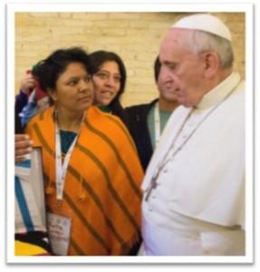 Berta Caceres con Papa Francisco en el EMMP 2014