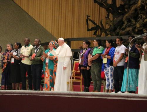"""Papa Francisco: """"Actúen, sigan abriendo camino y luchando. Les da fuerza, nos da fuerza""""."""